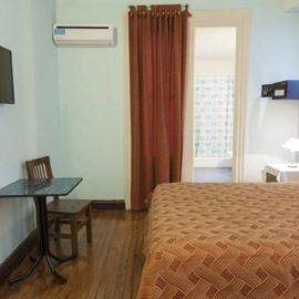 Hotel Reina- Habitación Doble Estándar