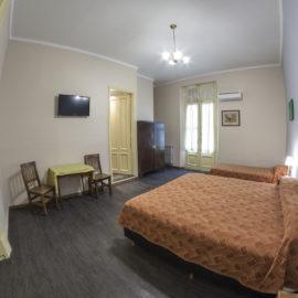 Hotel Reina- Habitación Triple Estándar